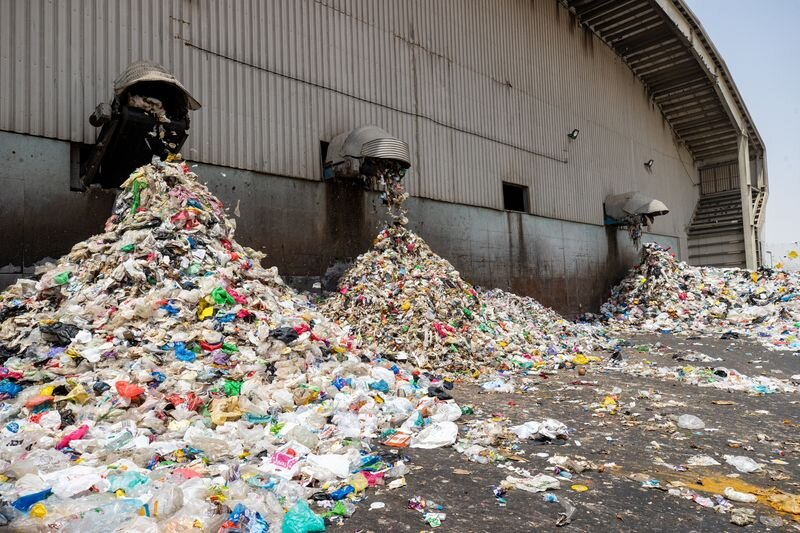 توقف واردات زباله به چین /امارات باید کوههای زباله را بسوزاند