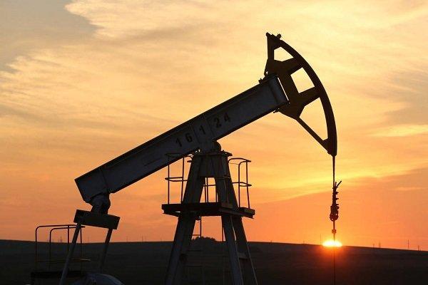 عرضه نفت خام آمریکا بیشتر از پیشبینی کاهش مییابد