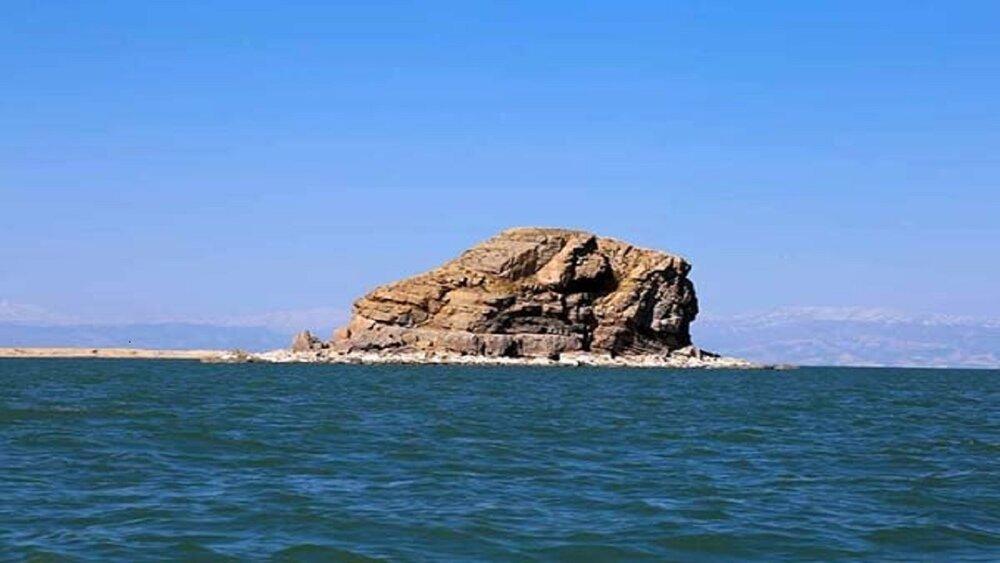 عمق دریاچه ارومیه ۳۵ سانتیمتر افزایش یافت