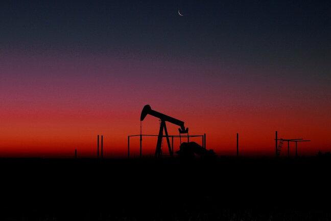 قیمت نفت خام برای دومین روز متوالی افت کرد