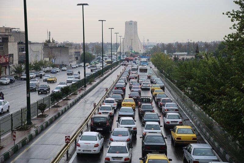 معابر پایتخت همچنان درگیر با ترافیک صبحگاهی