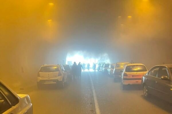 یک دستگاه خودرو در تونل پردیس آتش گرفت