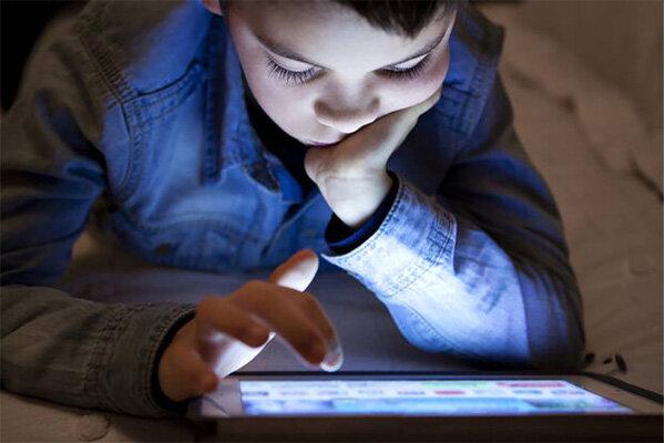 ۳۱۲ گوشی هوشمند در اختیار دانش آموزان نیازمند شهرضایی قرار گرفت